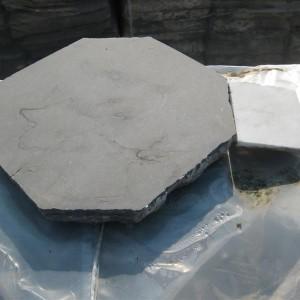 3.4. oude kerkvloer in basècle met cabochons in oude carrara marmer