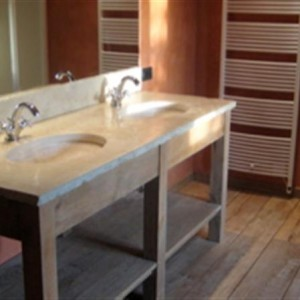 6.3. badkamer tablet uit origine oude witsteen